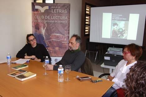 El Club de Lectura de la UAL y Antonio Orejudo, en el primer encuentro con lectores