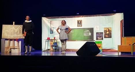 Adra congrega a más de 1.500 estudiantes de la comarca para disfrutar de dos obras de teatro