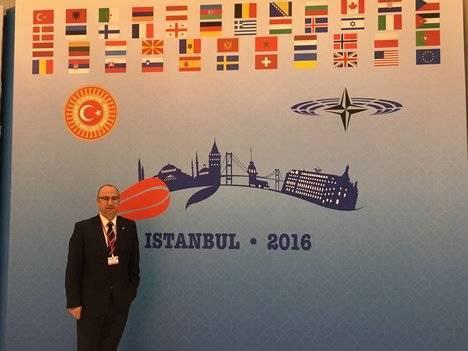 Luis Rogelio Rodríguez en Estambul en una reunión de la OTAN