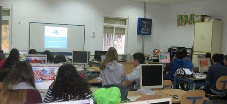 Estudiantes de Vélez-Rubio desarrollan sus habilidades emprendedoras con un juego de simulación empresarial
