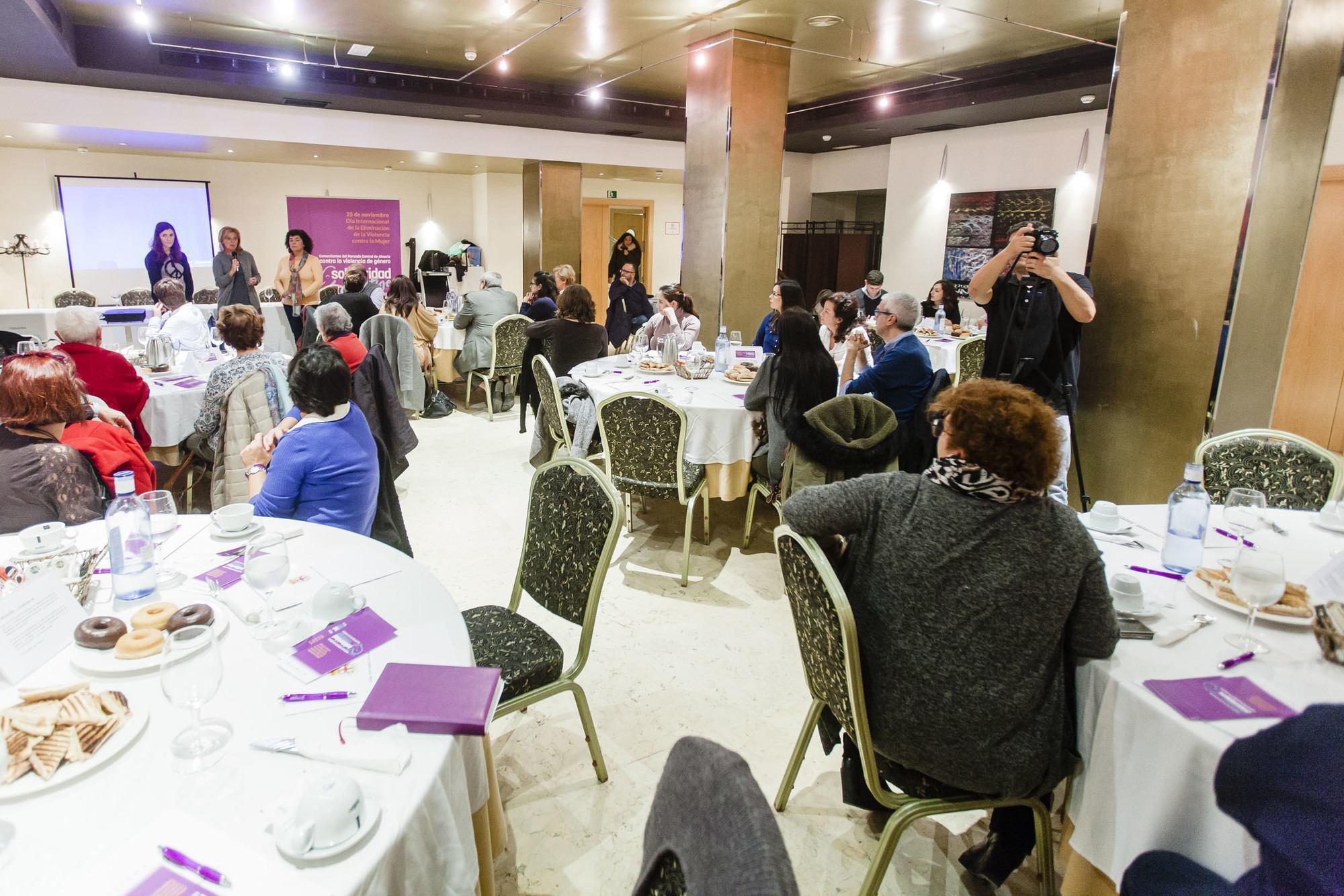 Psicólogos y trabajadores sociales debaten sobre el impacto de la violencia de género en niños, niñas y adolescentes