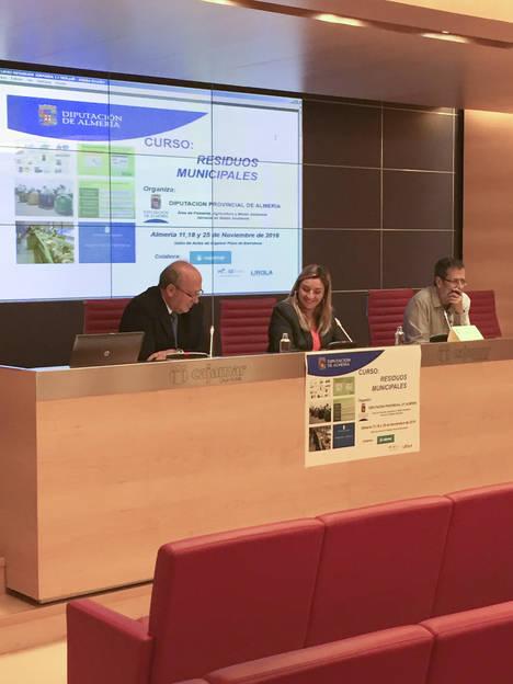 Diputación analiza la competencia de la Administración en el ámbito de los residuos en una jornada
