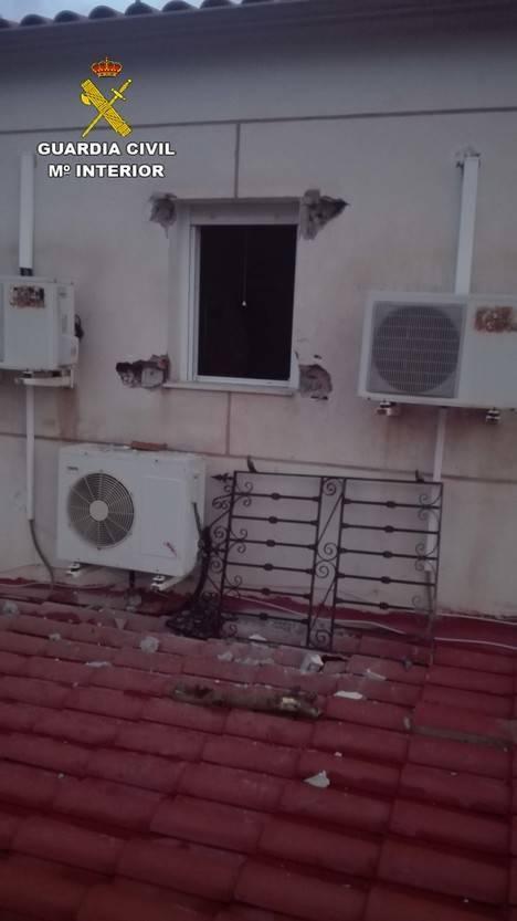 Auxilian a una mujer de 61 años a la que el fuego de su casa en Urrácal impedía salir