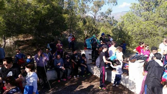 Un centenar de personas disfruta de la ruta fenicia