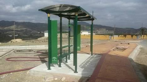 Instalan en Serón, Olula del Río y Arboleas nuevas marquesinas de transporte público