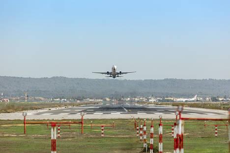 El tráfico aéreo gestionado en el Centro de Control andaluz crece un 7,1% en 2016