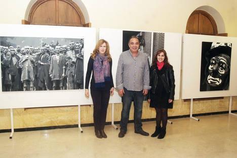 Javier Rodríguez expone en el Faro la muestra 'Noches en blanco' con obras de gran formato