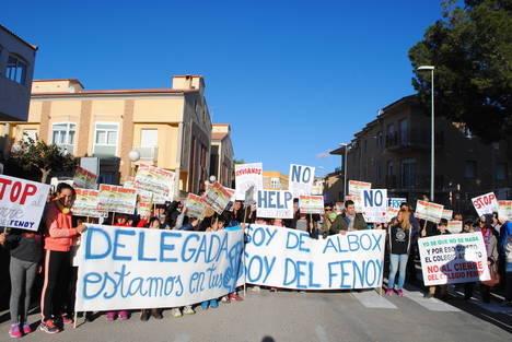 PSOE de Albox apoya el domingo a los padres que piden mantener el colegio Fenoy, y su cierre al día siguiente