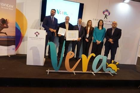 Vera entrega el 'Sol de Oro' y presenta la nueva identidad Corporativa