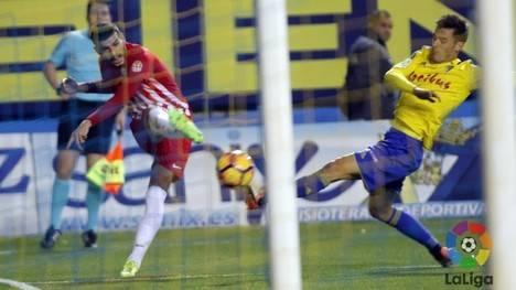 1-0: El Almería pierde en Cádiz y se hunde aún más