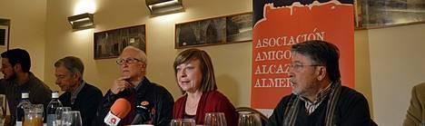 Amigos de la Alcazaba otorga el 'Chumbo Verde' de sus premios al delegado de Cultura de la Junta, Alfredo Valdivia