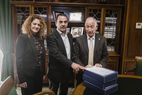 Diputación entrega a La Mojonera el proyecto de la futura parada de autobuses junto a la A-7