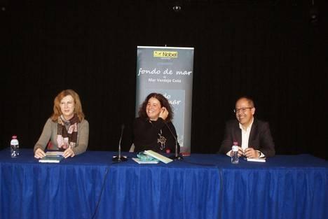 Mar Verdejo Coto presentó su libro 'Fondo de mar' en la Biblioteca Municipal de Roquetas de Mar