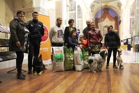 Ayuntamiento de Vera acuerda con una protectora la recogida de animales callejeros