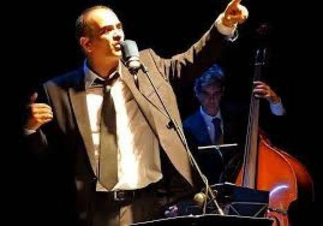 Paco Cuenca canta en el Teatro Auditorio Ciudad de Vícar, a las Femmes Fatales
