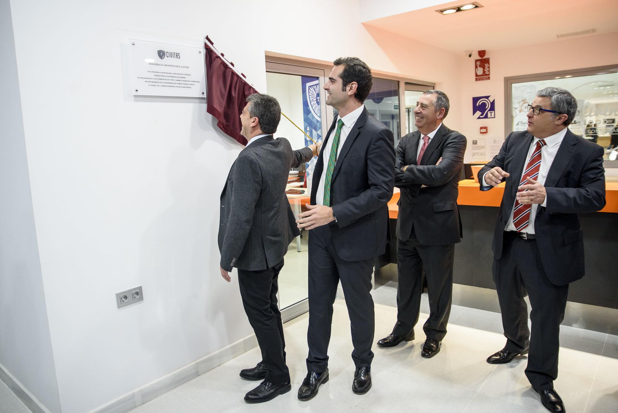 El alcalde inaugura la nueva residencia de estudiantes construida ...