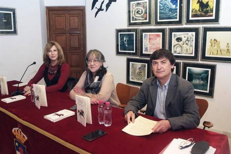 Pilar Quirosa presentó su último libro 'Memorial Shadow' en el Castillo de Santa Ana en Roquetas