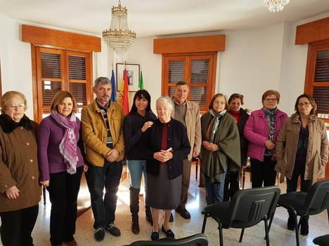 Diputación promueve la vena artística de las mujeres de Ohanes con un taller de pintura