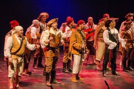 Almería se rinde al talento de Antonio Martínez Ares, uno de los autores más prestigiosos del Carnaval de Cádiz