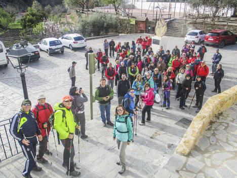 Diputación congrega a 86 deportistas en el sendero de Laroya