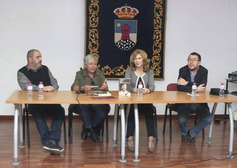 Sole Reche presentó su novela 'Enriqueta' en la Escuela Municipal de Música de Roquetas de Mar