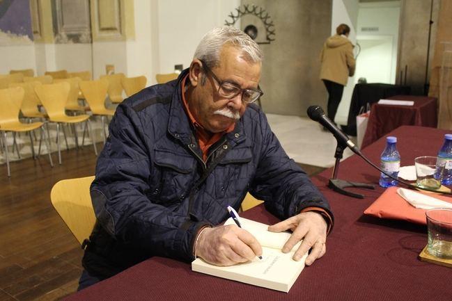 Luis Caparrós presenta 'Lágrimas Saladas', un relato histórico de la sociedad almanzorí