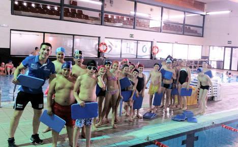1.200 alumnos de Primaria mejoran técnicas de natación gracias a los talleres de la Diputación