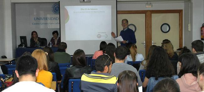 Carmen Vidal ofrece una charla sobre brecha salarial a alumnos de la UAL