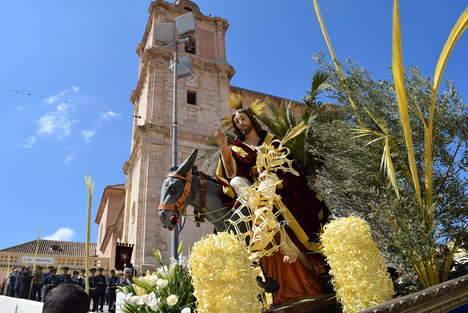 """""""La Borriquita"""" abre los desfiles procesionales de la Semana Santa de Gádor con los niños como protagonistas"""