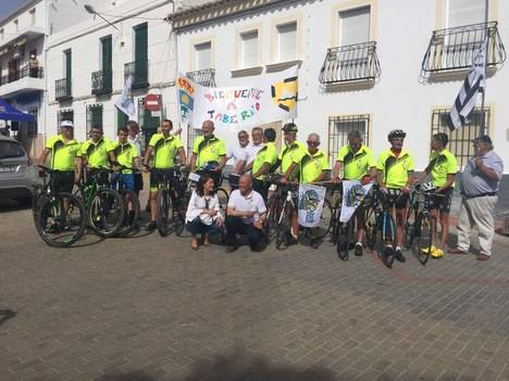 Los siete franceses que bajaban desde la Bretaña francesa a Taberno en bicicleta ya están allí