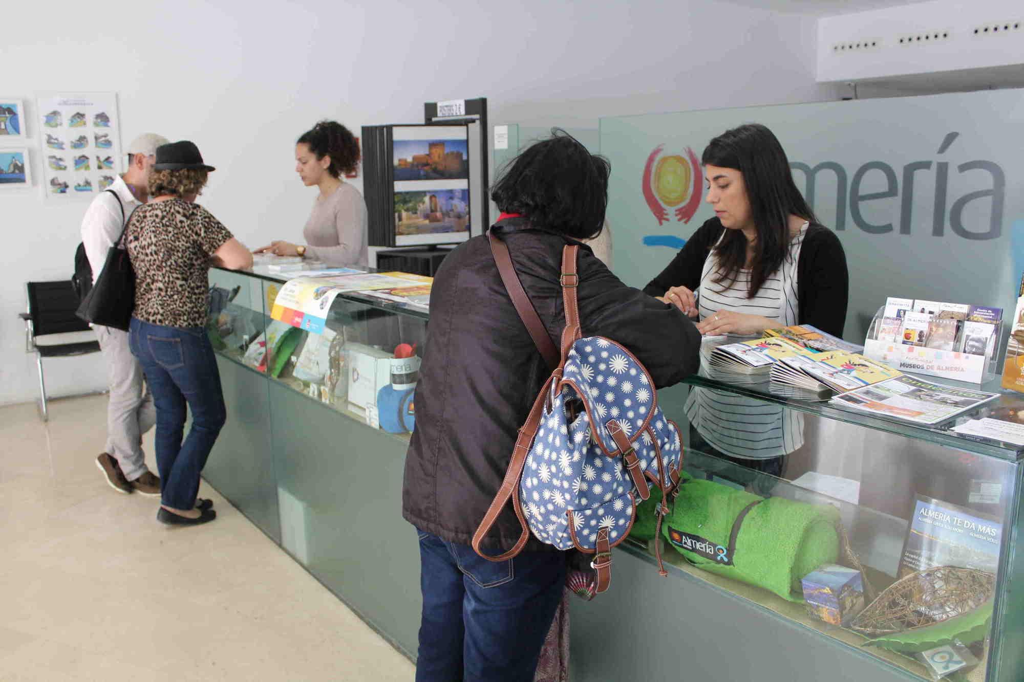 Las visitas a la oficina municipal de turismo aumentan un 13 en la semana santa 2017 noticias for Oficina turismo valencia