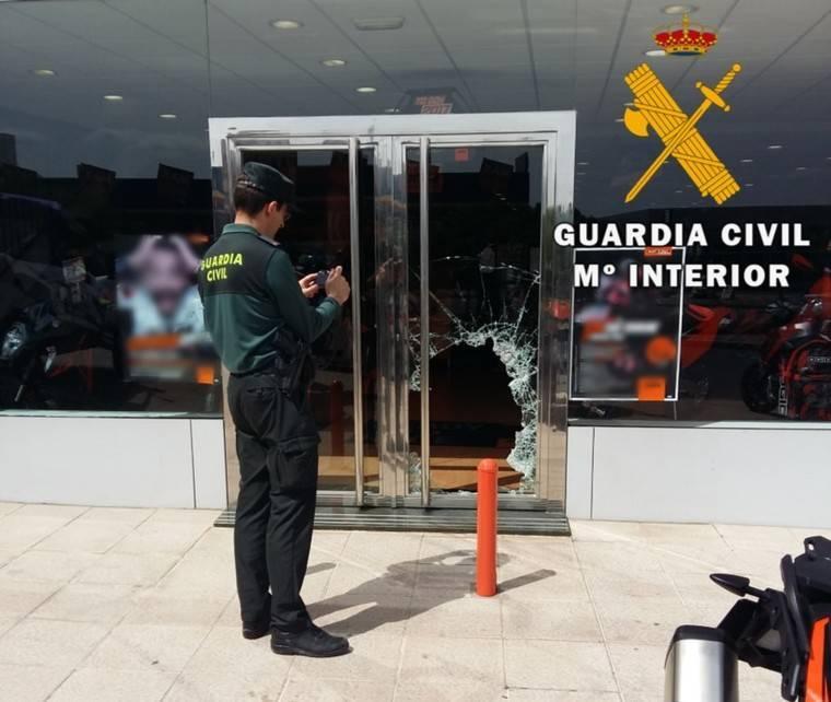 Pillados al intentar robar en un concesionario del Huércal de Almería