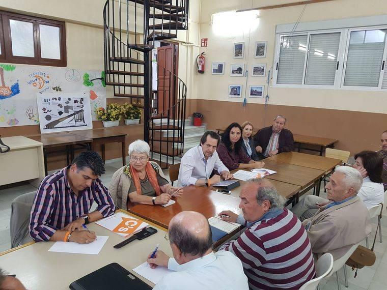 Ciudadanos atiende las reivindicaciones de la Asociación La Palmera