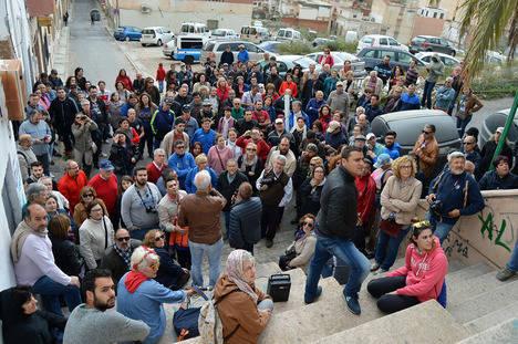 Más de cien personas en la visita guiada de Amigos de la Alcazaba por las 'Murallas de Almería'