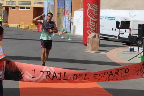 Cerca de 400 corredores y senderistas participan en Gádor en el I Trail del Esparto