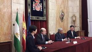 El subdelegado del Gobierno recibe a una delegación china de la provincia de Hainan