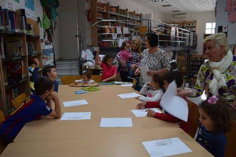 """Lectura de poemas de Gloria Fuertes pone el broche a la """"Semana del Libro"""" de Gádor"""