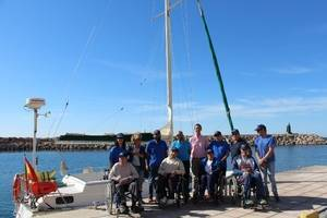 Salud y la FAAM ofrecen terapia en el mar a personas con discapacidad gravemente afectadas