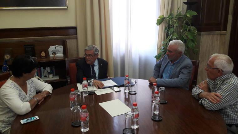 El subdelegado se reúne con representantes de la Asociación en defensa del Agua de Los Vélez