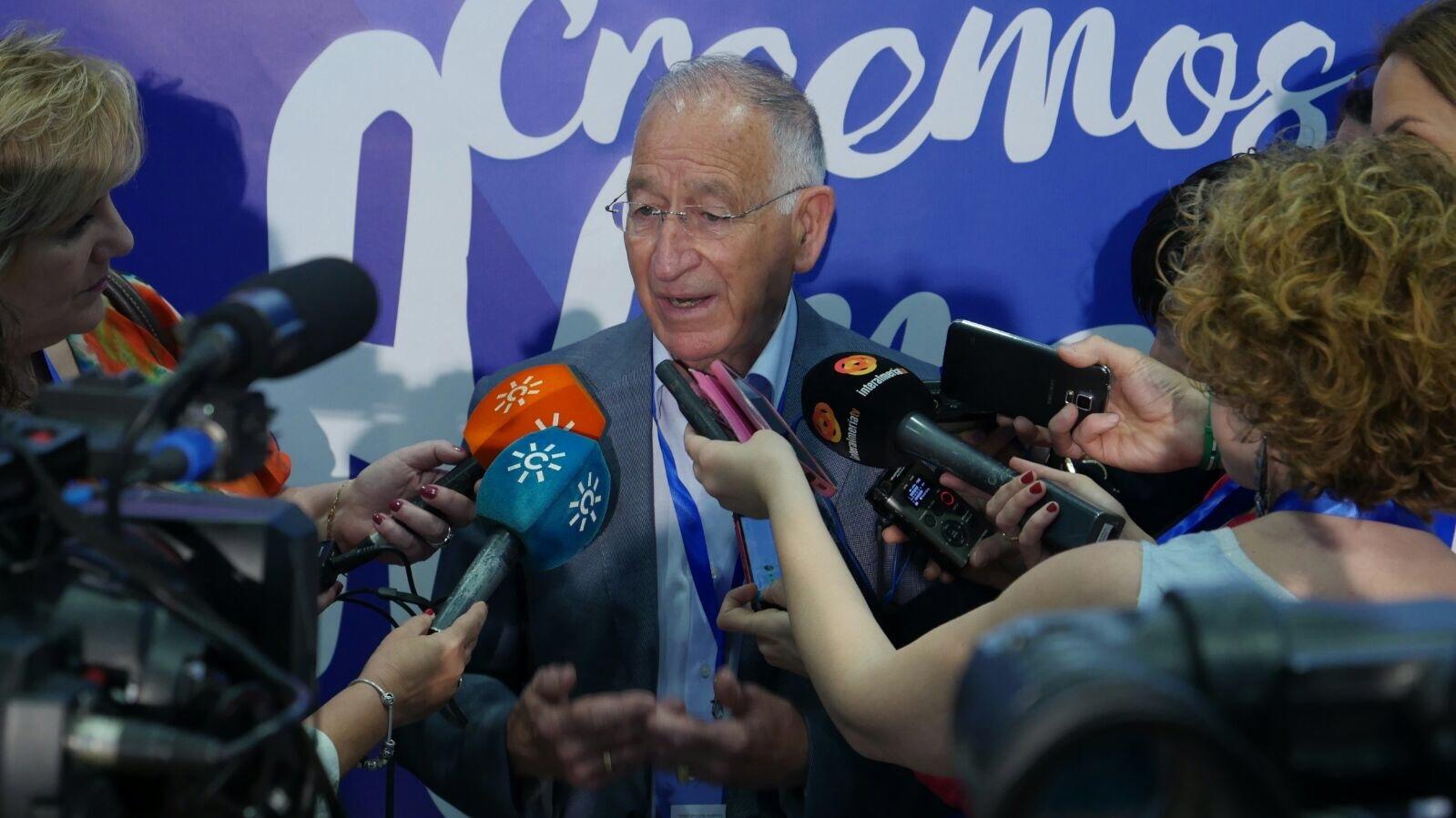 """Amat afronta el Congreso con """"ilusión y ganas de seguir trabajando por Almería"""""""