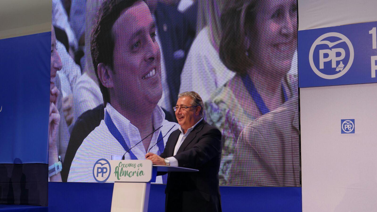 """Zoido destaca la figura de Amat como """"símbolo y referente"""" en la consolidación del PP de Almería"""