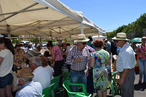 Cientos de gadorenses participan en la popular Romería de San Isidro
