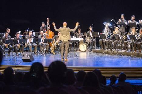 La Clasijazz Big Band Swing & Funk conquista con un alarde de ritmo al más puro estilo Count Basie