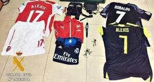 Detenidos dos jóvenes y dos menores por el robo de camisetas de equipos de fútbol en una vivienda de Almerimar