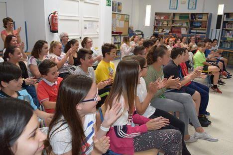 """La actividad de """"Cuentacuentos"""" fomenta la lectura entre los alumnos del IES Gádor"""