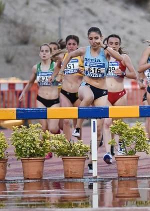 La ejidense Raquel Moreno de nuevo Campeona de Andalucía Juvenil de 2.000 metros obstáculos