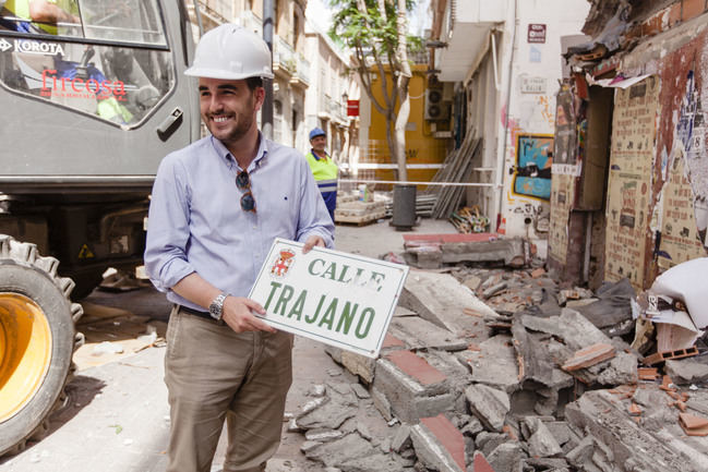 Obras en la calle Antonio Ledesma y demolición de un inmueble residual