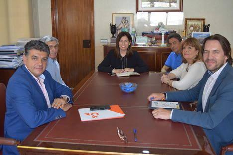 Miguel Cazorla hace partícipe a la Autoridad Portuaria de las medidas 'naranjas'
