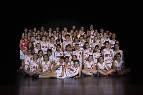 El baloncesto se implanta en la educación integral de jóvenes de Vera