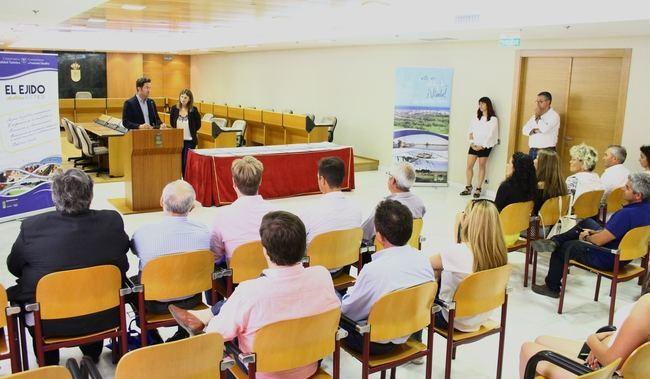 Empresas, Oficina de Turismo de Almerimar y cuatro playas del municipio reciben el distintivo y placa de destino SICTED